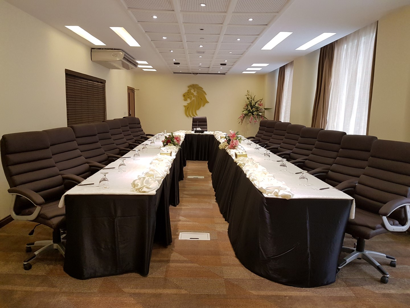 Meeting & Board Rooms LUXUS GRAND - Booked.pk